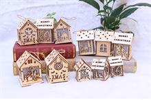 Hình ảnh của Ngôi nhà Noel bằng gỗ  DIY có đèn LED - cao 9cm mẫu ngẫu nhiên